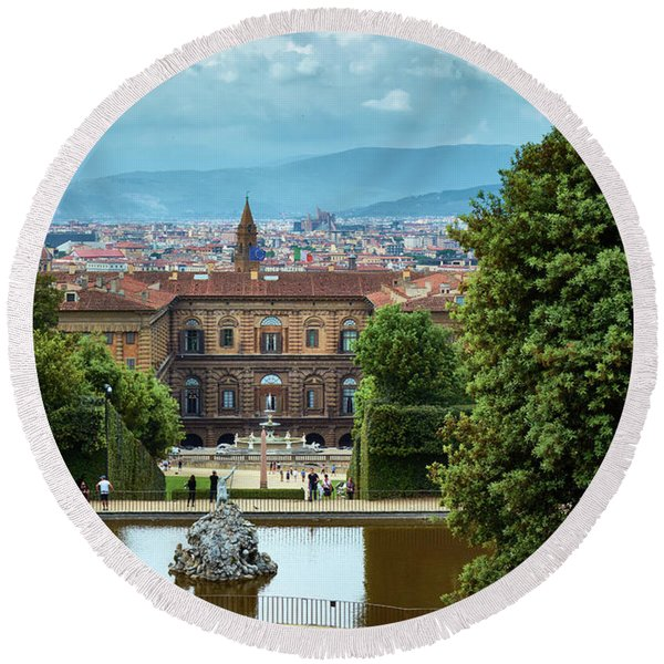 Drama In The Palace Of Firenze Round Beach Towel
