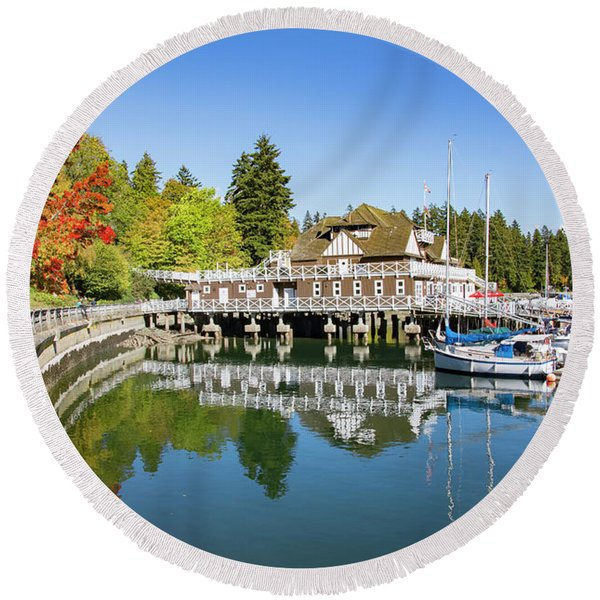 Fall At The Rowing Club In Vancouver Round Beach Towel