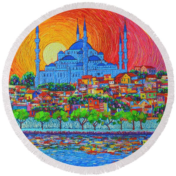 Fiery Sunset Over Blue Mosque Hagia Sophia In Istanbul Turkey Round Beach Towel