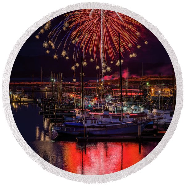 Fireworks At The Docks Round Beach Towel
