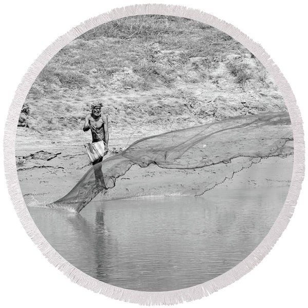 Fisherman On The Lower Ganges Round Beach Towel