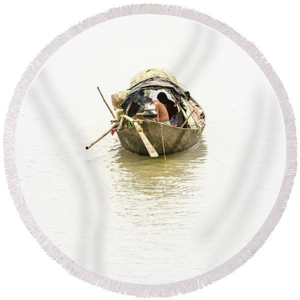 Fishermen On The Lower Ganges Round Beach Towel