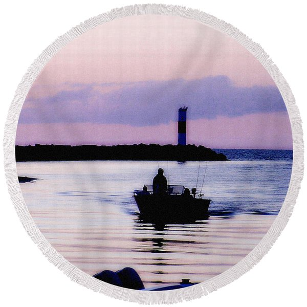 Fishing Lake Ontario  Lake Ontario  Round Beach Towel