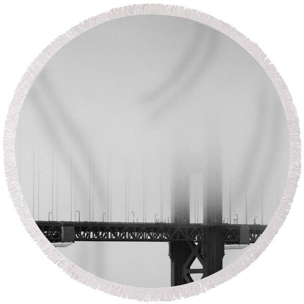 Fog At The Golden Gate Bridge 4 - Black And White Round Beach Towel