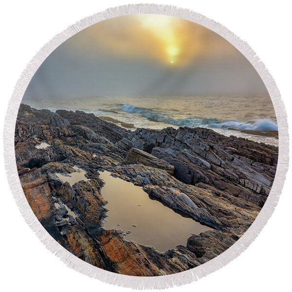 Foggy Sunrise At Giant's Stairs Round Beach Towel