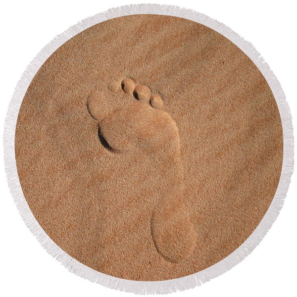 Footprint In The Sand Round Beach Towel