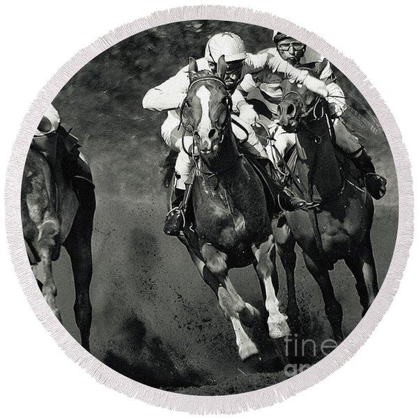 Gambling Horses Round Beach Towel