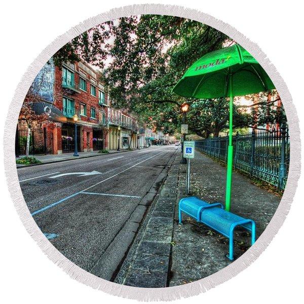 Green Umbrella Bus Stop Round Beach Towel