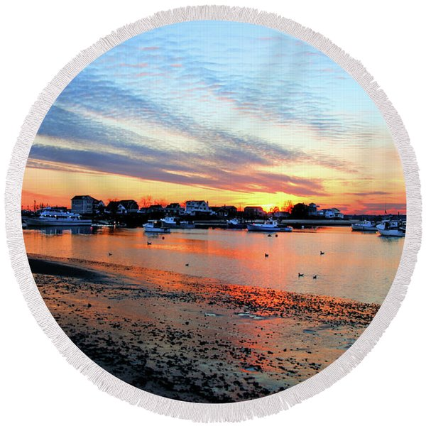 Harbor Sunset At Low Tide Round Beach Towel