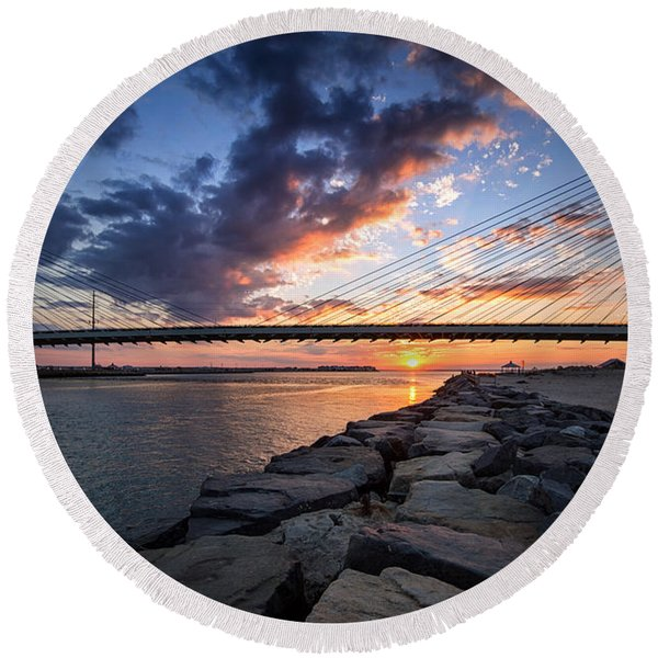 Indian River Inlet And Bay Sunset Round Beach Towel