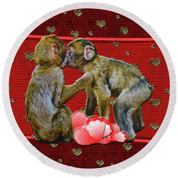 Kissing Chimpanzees Hearts Round Beach Towel
