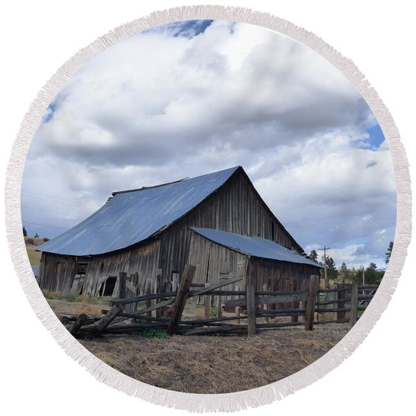 Lincoln County Barn Round Beach Towel