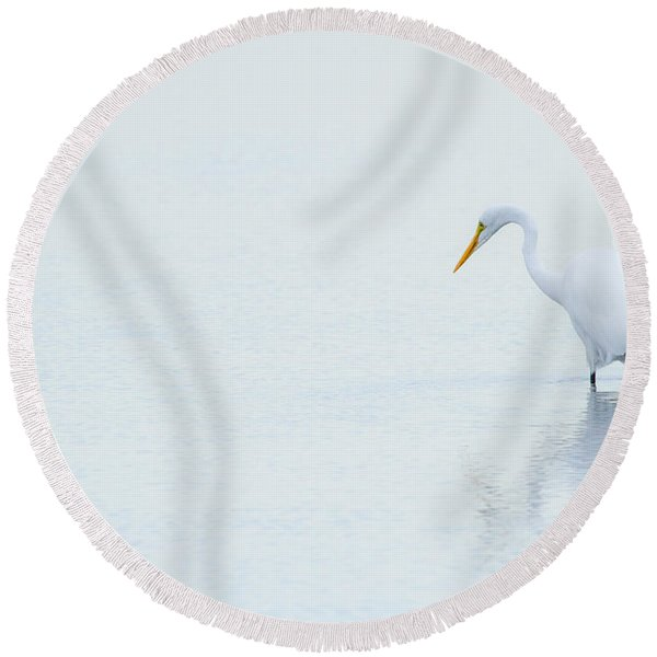 Lonely Egret Round Beach Towel