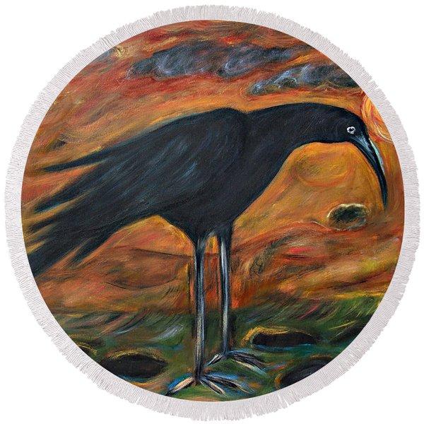 Long Legged Crow Round Beach Towel