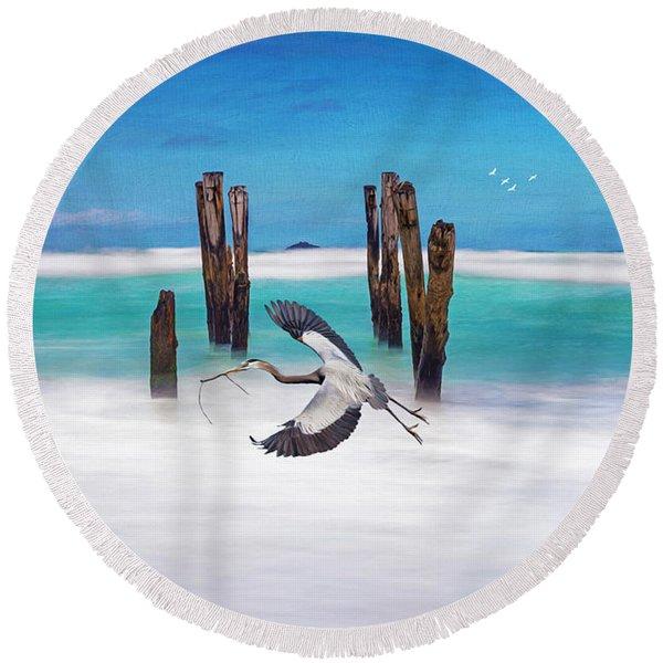 Low Flying Heron Round Beach Towel