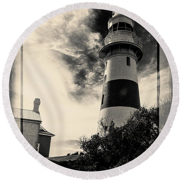 Low Head Lighthouse Round Beach Towel