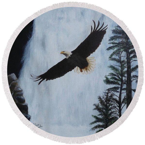 Majestic Bald Eagle Round Beach Towel