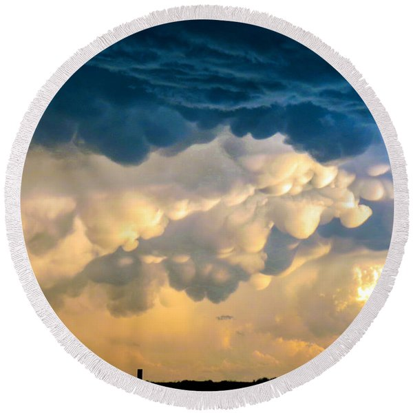 Mammatus Clouds At Sunset Round Beach Towel
