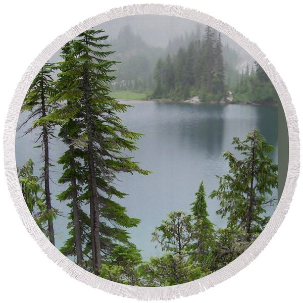 Mist At Snow Lake Round Beach Towel