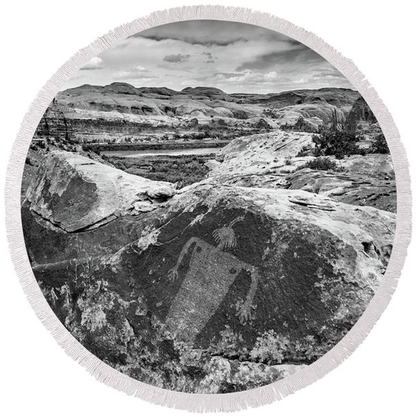 Moab Maiden Petroglyph - Black And White - Utah Round Beach Towel