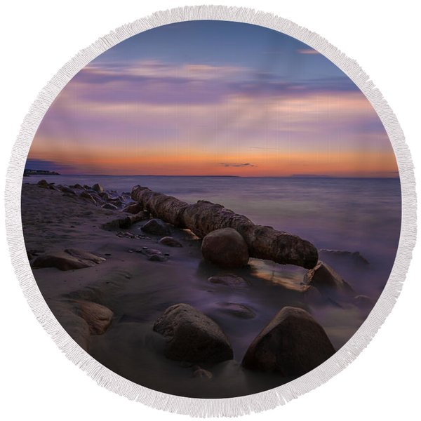 Montauk Sunset Boulders Round Beach Towel