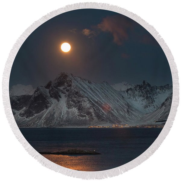 Moon And Mountains In Lofoten Round Beach Towel