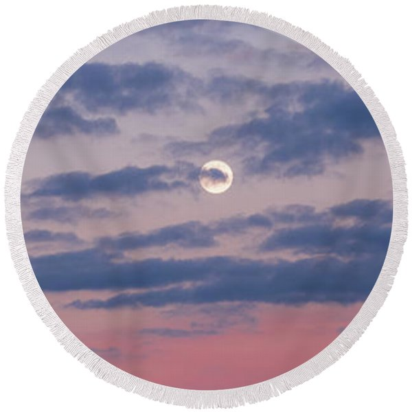 Moonrise In Pink Sky Round Beach Towel