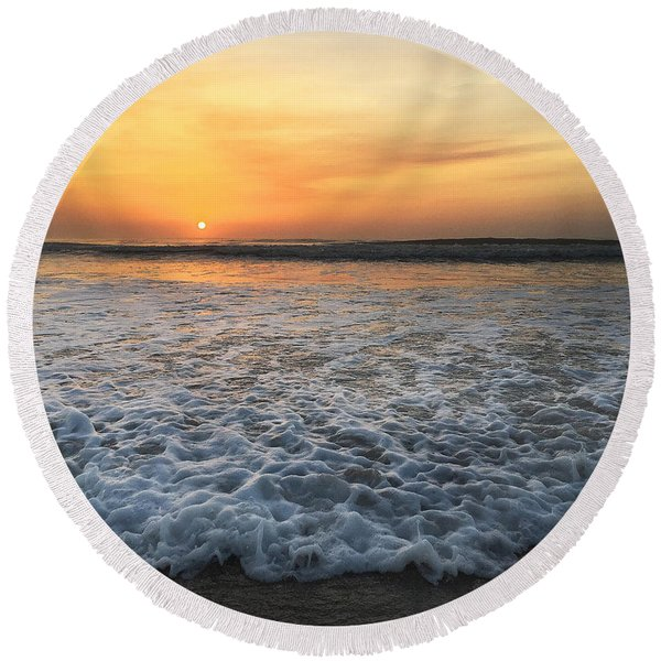 Moving In Round Beach Towel