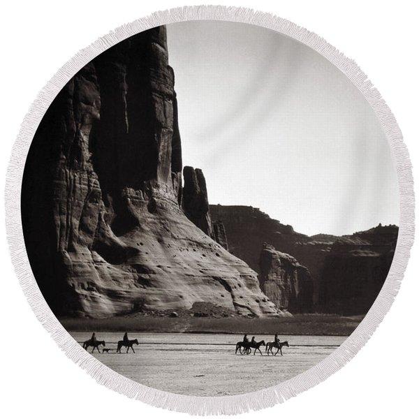 Navajos Canyon De Chelly, 1904 Round Beach Towel