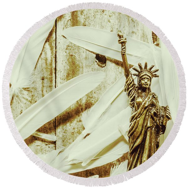 Old-fashioned Statue Of Liberty Monument Round Beach Towel