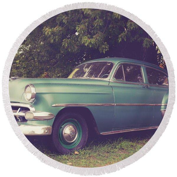 Old Vintage American Car Round Beach Towel