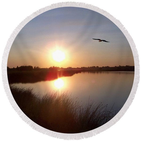 Osprey At Sunset Round Beach Towel