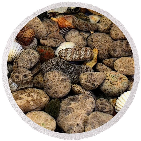 Petoskey Stones With Shells L Round Beach Towel