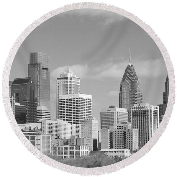 Philly Skyscrapers Black And White Round Beach Towel