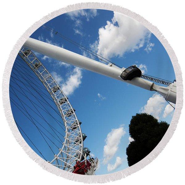 Pillar Of London S Ferris Wheel  Round Beach Towel