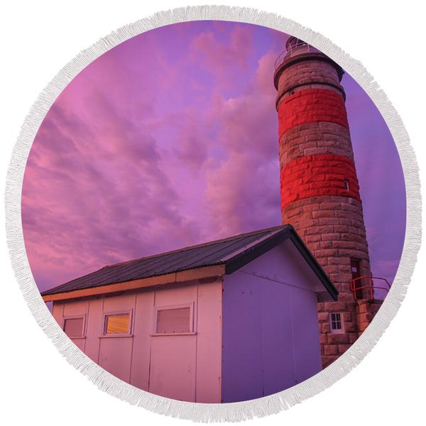 Pink Skies At Cape Moreton Lighthouse Round Beach Towel