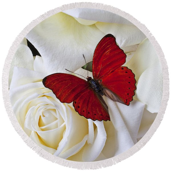 Red Butterfly On White Roses Round Beach Towel