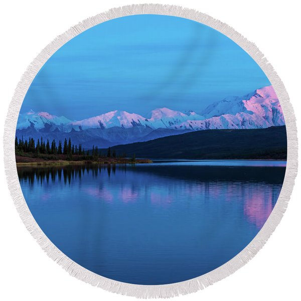 Sunset Reflections Of Denali In Wonder Lake Round Beach Towel