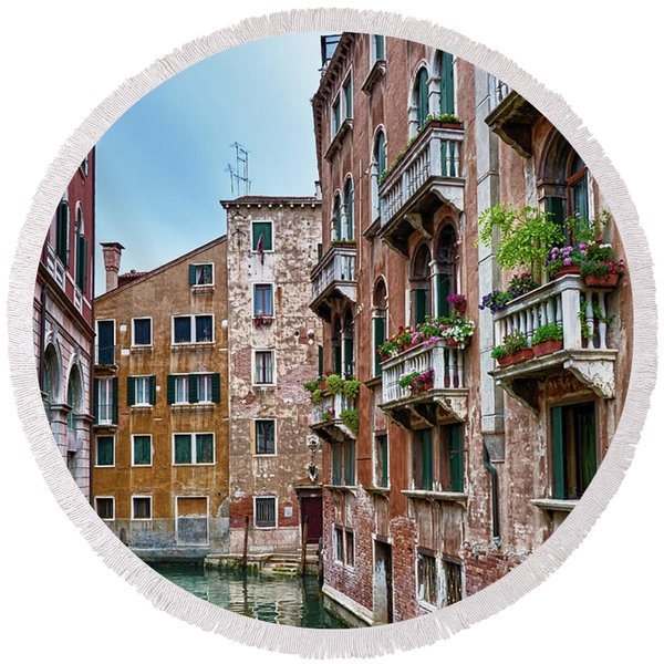 Gondola Ride Surrounded By Vintage Buildings In Venice, Italy Round Beach Towel