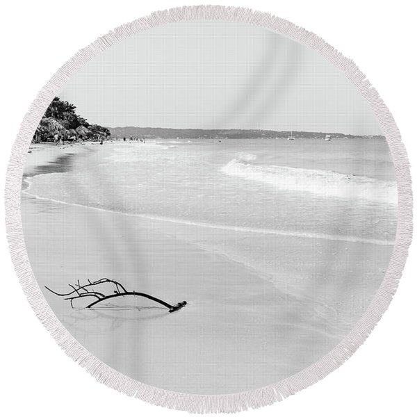 Sand Meets The Sea In Black And White Round Beach Towel