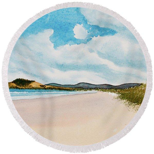 Seven Mile Beach On A Calm, Sunny Day Round Beach Towel