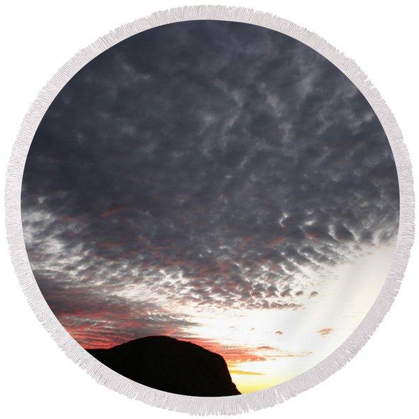 Silhouette Of Uluru At Sunset Round Beach Towel