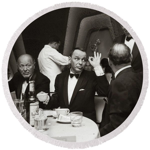 Sinatra And Ed Sullivan At The Eden Roc - Miami - 1964 Round Beach Towel