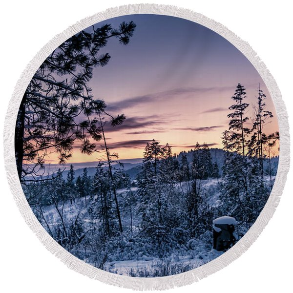 Snow Coved Trees And Sunset Round Beach Towel
