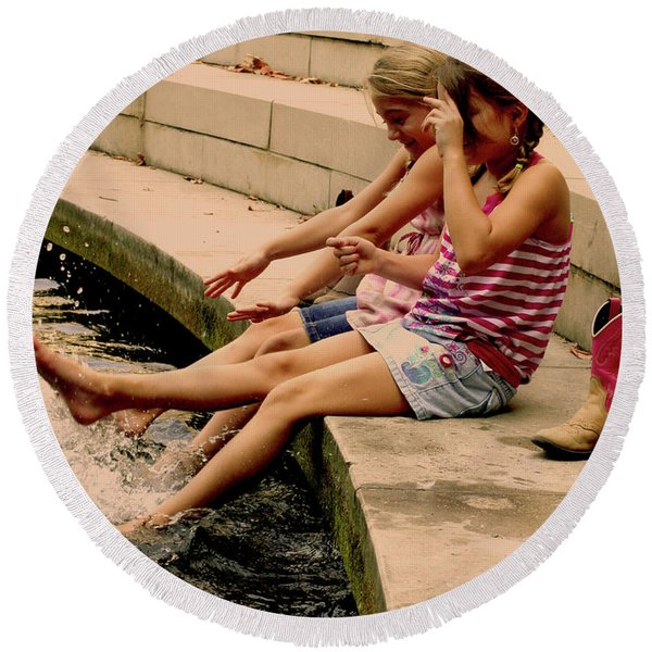 Splish Splash Sisters Round Beach Towel