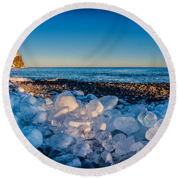 Split Rock Lighthouse With Ice Balls Round Beach Towel