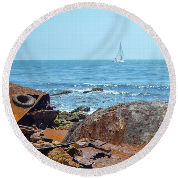 Ss Dominator Wreckage Round Beach Towel