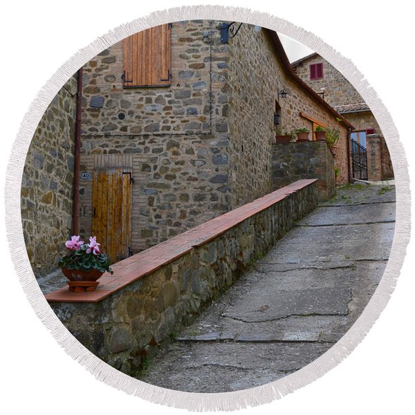 Steep Street In Montalcino Italy Round Beach Towel