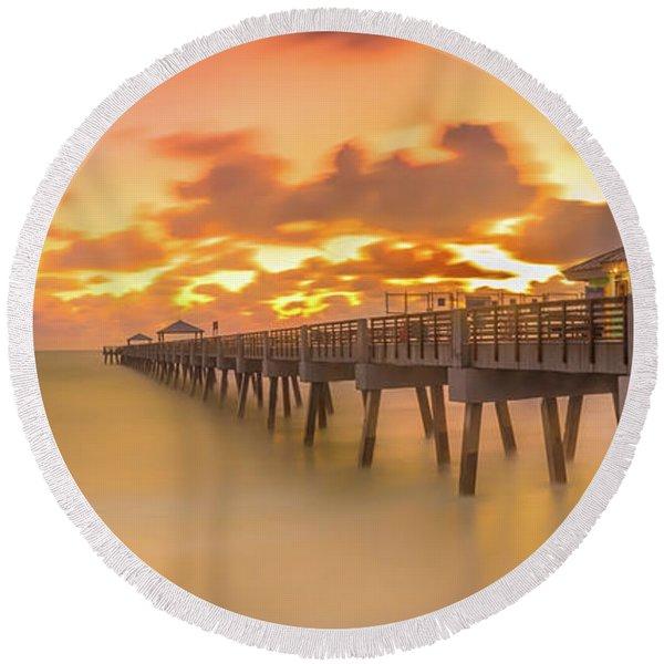 Sunrise At Juno Beach Round Beach Towel