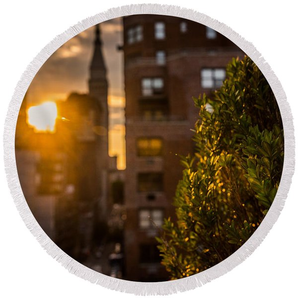 Sunset Over Manhattan New York City Round Beach Towel